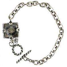 Das Anker-Armband aus 925er Sterlingsilber ist handgefertigt von dem niederländischen Kultlabel Gem Kingdom.