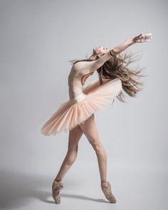 orgeous dancer Lorena Garcia with Compañía Nacional de Danza México Photo © Carlos Quezada Photographer ⚜️⚜️⚜️⚜️⚜️⚜️ @lorenaggarza