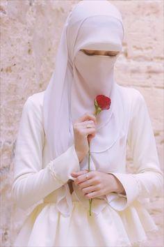 Muslim Girls Muslimah Wedding Dress, Hijab Bride, Pakistani Wedding Dresses, Hijab Niqab, Muslim Hijab, Beautiful Muslim Women, Beautiful Hijab, Niqab Fashion, Muslim Fashion