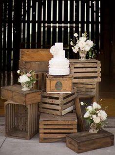 Fruit Box Ideas Wooden Crates Vintage 53 Ideas For 2019 Wooden Crates Gifts, Wooden Crates Wedding, Wood Crates, Wooden Crates Display Ideas, Vintage Wedding Cake Table, Fruit Display Wedding, Eco Deco, Vintage Photo Booths, Fruit Box