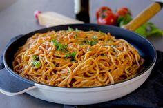 Spaghetti i krämig tomatsås- Middag på 30 min Keto Chili Recipe, Zeina, Vegan Meal Prep, Vegan Thanksgiving, Vegan Kitchen, Cheap Meals, Lunches And Dinners, Healthy Dinner Recipes, Pasta Recipes