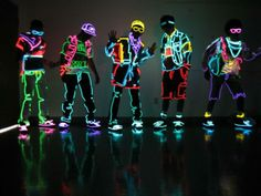 Neon, glow-in-the-dark clothes.this would be awsome for a halloween coustume Samba, Baile Hip Hop, Dark Costumes, Neon Licht, Neon Outfits, Rave Outfits, Neon Party, Party Party, Party Time