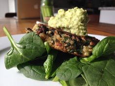 Kale Quinoa Burgers with tangy avocado sauce. - packed full of protein, gluten free and dairy free. Great to grill up on the BBQ! Avocado Recipes, Veggie Recipes, Vegetarian Recipes, Healthy Recipes, Healthy Foods To Make, Healthy Snacks, Weekend Meal Prep, Quinoa Burgers, Kale And Spinach