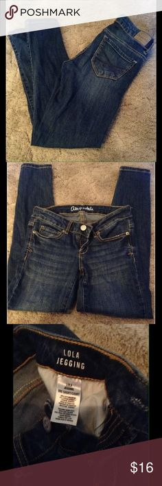 Dark Wash Aeropostale Lola Jeggings  SZ 000 Short. Juniors Aeropostale Lola jeggings jeans, dark wash.   Size: 000/short   Great condition, comes from a smoke free home, will be laundered before shipping.  I'm always listing my daughters outgrown clothes so keep checking back! Aeropostale Jeans Skinny