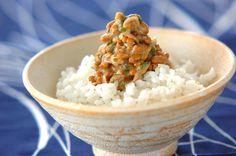 納豆にみそを加えてご飯にのせていただきます。みそ納豆ご飯[和食/ご飯もの(寿司、ご飯、どんぶり)]2007.08.22公開のレシピです。