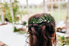 Green wedding hairstyle | Amy Lewin Photography | see more on: http://burnettsboards.com/2015/01/botanical-beauty-greenhouse-wedding-editorial/