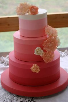 Photo: Jaclyn L Photography; So Incredibly Pretty Wedding Cakes - Cake: Confectionery Designs