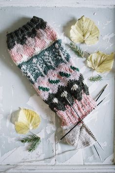 MUITAIHANIASYYSSUKAT ALUSTA LOPPUUN – MUITA IHANIA Fingerless Gloves, Arm Warmers, Winter Hats, Socks, Knitting, Sewing, Crochet, Diy, Fingerless Mitts