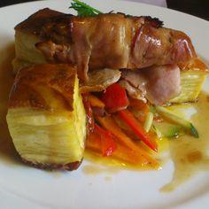Pork fillet wrapped in bacon with cheese potato gratin, vegetable julienne and thyme sauce. Amazing!!! @Pastnieka maja Liepaja (Kurzeme, Latvia) #pastniekamaja #esmilukurzemi