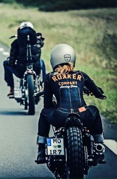 Harley Davidson News – Harley Davidson Bike Pics Motorbike Girl, Motorcycle Style, Women Motorcycle, Motorcycle Helmets, Lady Biker, Biker Girl, Harley Davison, Chicks On Bikes, Cafe Racer Girl