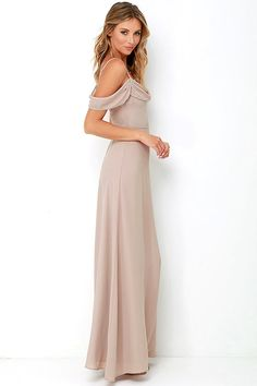You'll be ready to take on the evening when you're outfitted in the Reflective Radiance Taupe Maxi Dress! Adjustable spaghetti straps support a draping Georgette bodice with elegant off-the-shoulder sleeves. Flattering fitted waist introduces the full maxi skirt. Hidden back zipper with clasp.