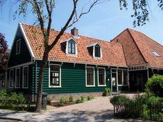 Assendelft, houten stolpboerderij met lang voorhuis uit 1828, Dorpsstraat 347