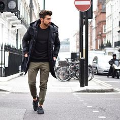 It's a parka season ❄️ Wearing @thearcminute head to toe   Enjoy your day   _________________  #arcminute #fashion #rowanrow #menstyle #parka #london