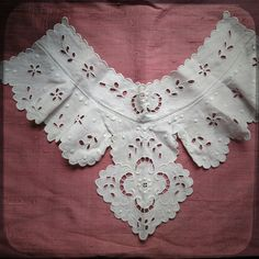 Antique French White Collar Lace with hand made embroideries - Vintage Fine Handmade Fashion from France