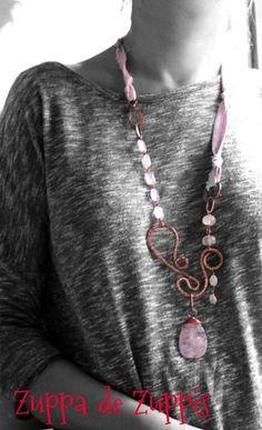 ESSE_2, Collana lunga in rame, quarzo rosa e crepe di seta interamente lavorata a mano