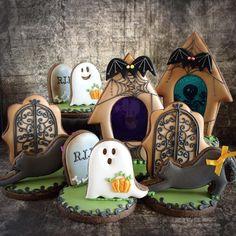 Halloween Graveyard Tombstones Scene with Ghosts decorated cookies. Halloween Desserts, Halloween Cookies Decorated, Halloween Baking, Halloween Goodies, Halloween Food For Party, Halloween Cupcakes, Halloween Ghosts, Decorated Cookies, Samhain Halloween
