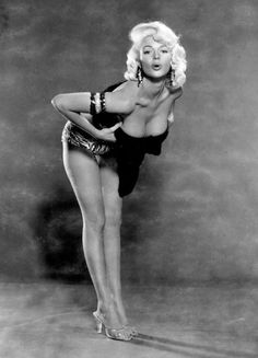 JAYNE vs MARILYN ~ Why can't you guys tell the difference between Jayne Mansfield and Marilyn Monroe? It's real easy. Under = Marilyn ~~ OVER = Jayne. Jayne Mansfield, Marilyn Monroe, Divas, Hollywood Glamour, Old Hollywood, Playboy, Pinup, Diana Dors, Teddy Boys