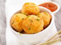 Best South Indian snacks recipes: Find here list South Indian snacks recipes like punugulu, vermicelli upma, murukku, stuffed idlis & many more with key ingredients and how to make process. Easy Microwave Recipes, Quinoa Recipes Easy, Fruit Recipes, Snack Recipes, Easy Recipes, South Indian Snacks Recipes, Khoya Recipe, Sabudana Recipes, Mozzarella