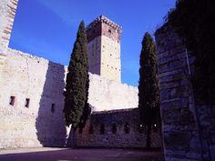 Photo Notes Blog: Un castello e una strana pietra