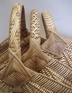 Ribbed Hearth Baskets with Fancy Cane Handles Pattern - Bowers Bamboo Weaving, Willow Weaving, Weaving Art, Old Baskets, Vintage Baskets, Basket Weaving Patterns, Traditional Baskets, Nantucket Baskets, Cane Handles