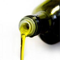 Einfaches Hausmittel: Mit Olivenöl hartes Ohrenschmalz entfernen