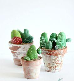 DIY Steine bemalen mit Kindern: Kaktus Deko *** Kids craft painted rocks cactus (diy things to make children) Painted Rock Cactus, Painted Rocks, Rock Crafts, Arts And Crafts, Kids Crafts, Summer Crafts, Crafts To Make, Easy Crafts, Diy Projects To Try
