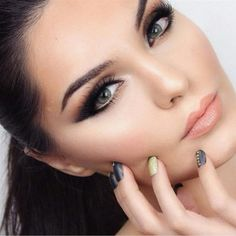 Love @makeupbyevon! This Kurdish makeup artist has such beauty and talent. Her page is full of inspiring looks so be sure to check it out. Adore this take on graphic eyeliner with smoked out shadow. So pretty! www.pampadour.com