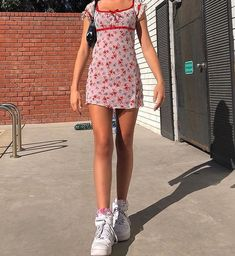 : Summer dresses + chunky sneakers = the perfect summer outfit // ? Mode Outfits, Retro Outfits, Trendy Outfits, Vintage Outfits, Fashion Outfits, Holiday Outfits, Dress Vintage, Fashion Clothes, Sneakers Fashion
