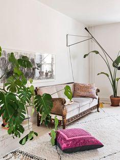 Arkkitehdit Kristiina ja Martino ovat ex-kämppiksiä – katso, miten ihana perheasunto kommuunista tuli - Deko Tuli, Oversized Mirror, Couch, Living Room, Furniture, Home Decor, Deco, Settee, Decoration Home