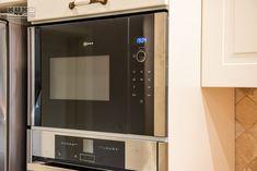 Proiect bucatarie Dumbravita | Kuxa Studio, expert in mobila de bucatarie - 5239 Kitchen Appliances, Studio, Home, Diy Kitchen Appliances, House, Home Appliances, Studios, Homes, Studying