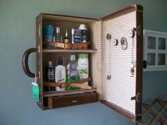 Armarito de baño fabricado con una vieja maleta