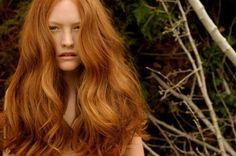On vous le dit souvent ici, mais la Nature est bien faite! Elle pourvoit à tous nos besoins, notamment capillaires (coloration cheveux). Pour colorer vos cheveux naturellement, dites au revoir aux colorations industrielles chimiques. La coloration cheveux chimique est obtenue par un processus a…