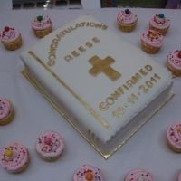Confirmation Bible cake with bubblegum cupcakes