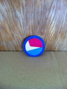 Geometrico-tricolor felt brooch on Etsy, 2,00€  https://www.etsy.com/es/shop/redesigning