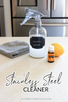 Natural DIY Stainless Steel Cleaner - Recipes with Essential Oils All Natural Cleaning Products, Natural Cleaning Recipes, Diy Cleaning Products, Diy Stainless Steel Cleaner, Stainless Steel Polish, Cleaning Fun, Cleaning Wood, Cleaning Spray, Essential Oils Cleaning