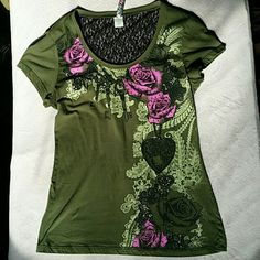 New w/o tags Ransom Tshirt Ransom new w/o tags Rose, heart, and key shirt with lace back olive green, black and purple/pink in color Ransom Tops Tees - Short Sleeve