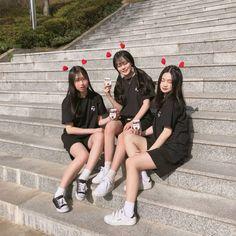 ✿*· pinterest ⇢ kimmiecla Mode Ulzzang, Ulzzang Korea, Korean Ulzzang, Bff Pictures, Best Friend Pictures, Friend Photos, Foto Best Friend, Best Friend Goals, Korean Best Friends
