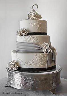 Si de pasteles elegantes hablamos, este pastel es un claro ejemplo!!