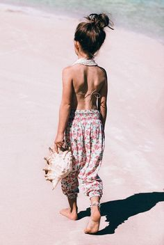 Travel fashion : http://thebucketlistfamily.com /// #travelfashion #familytravel #gypsy #hippie #fashion