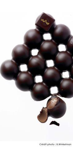 Lenôtre - Tablette Bulle, chocolat noir 70% de cacao, praliné aux noisettes, grains de noisettes caramélisées.