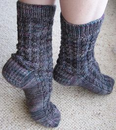 Ribbed Faux Cable Socks Hand Knitting PDF Pattern von KnitsByJo, $5.50