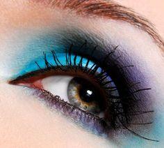 Amazing Makeup Art    Amazing blue eye makeup!