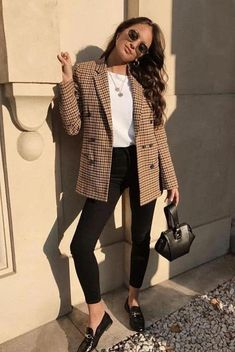 Business casual outfits for work in the office plaid blazer outfit with black jeans these work outfits for women and young professionals are perfect t Winter Outfits For Work, Winter Outfits Women, Summer Fashion Outfits, Woman Outfits, Fall Outfits, Fashion Clothes, Clothes Women, Dinner Outfits, Fall Fashion