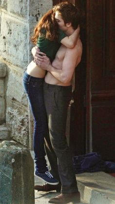Rob and Kristen filming New Moon reunion kiss