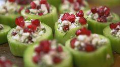Mumsbitar med gurka, fetaost och granatäpple.