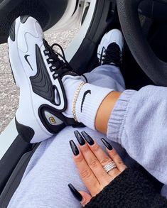 sneakers fashion nike outfit/sneakers men nike air/sneakers men nike fashion style/sneakers nike women's outfit/nike shoes huarache air jordans/nike shoes for outfit/air-jordan /air force/air max/nike sacai Moda Sneakers, Sneakers Mode, Sneakers Fashion, Fashion Shoes, Nike Fashion, Mens Fashion, Black Shoes Sneakers, Black And White Sneakers, Fashion 2018