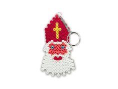 Strijkklaas - Deze Sinterklaas gaat graag met je mee overal naartoe. Maak je eigen Sint-sleutelhanger met strijkkralen.