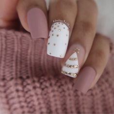 Gabby Morris on more Christmas nails (I promise not Cute Christmas Nails, Xmas Nails, Holiday Nails, White Christmas, Chistmas Nails, Valentine Nails, Halloween Nails, Christmas Acrylic Nails, Christmas Nail Art