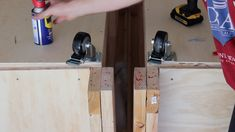 DIY Mobile & Modular Workbench To Bring Your Shop to the Next Level – Gadgets and Grain Garage Workbench Plans, Building A Workbench, Workbench Designs, Mobile Workbench, Woodworking Bench Plans, Woodworking Projects That Sell, Woodworking Workbench, Woodworking Crafts, Workbench Ideas