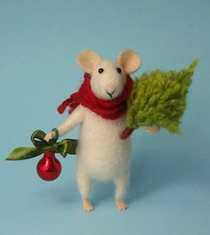 Needle Felted mouse , Christmas mouse , Mouse with a Christmas tree , Christmas Decoration , Art Dol Felt Christmas Decorations, Felt Christmas Ornaments, Christmas Time, Christmas Crafts, Christmas Soap, Needle Felted Animals, Felt Animals, Diy Laine, Needle Felted Ornaments